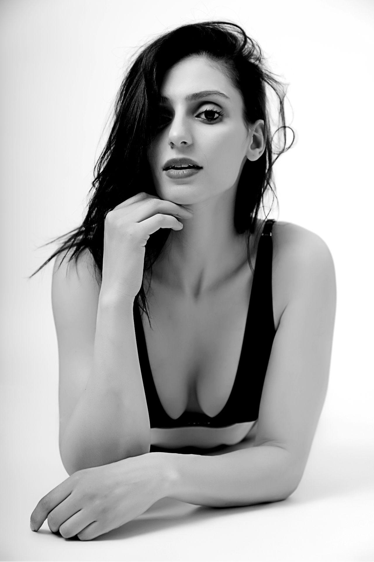 Profile Picture of Katia Houmel
